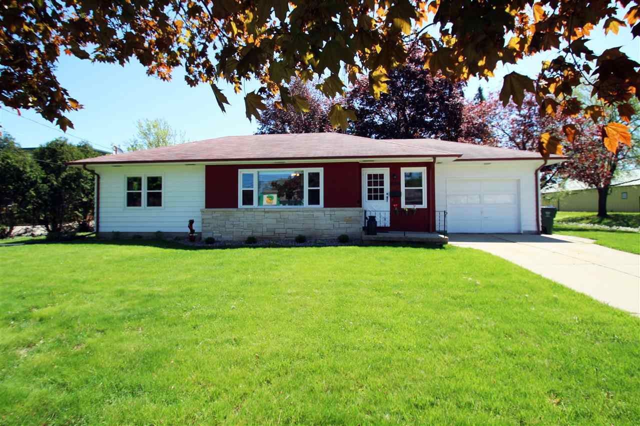 806 N Main St, Lake Mills, Wisconsin 53551, ,Commercial,For Sale,806 N Main St,1,1883809