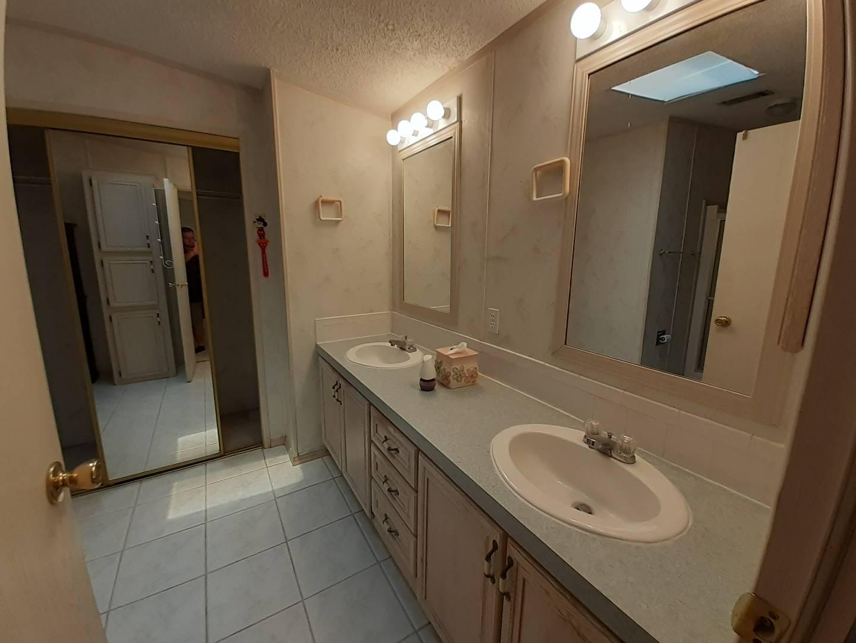 510 Strawberry Ridge Boulevard, VALRICO, Florida 33594, 3 Bedrooms Bedrooms, ,2 BathroomsBathrooms,Residential,For Sale,510 Strawberry Ridge Boulevard,10936774