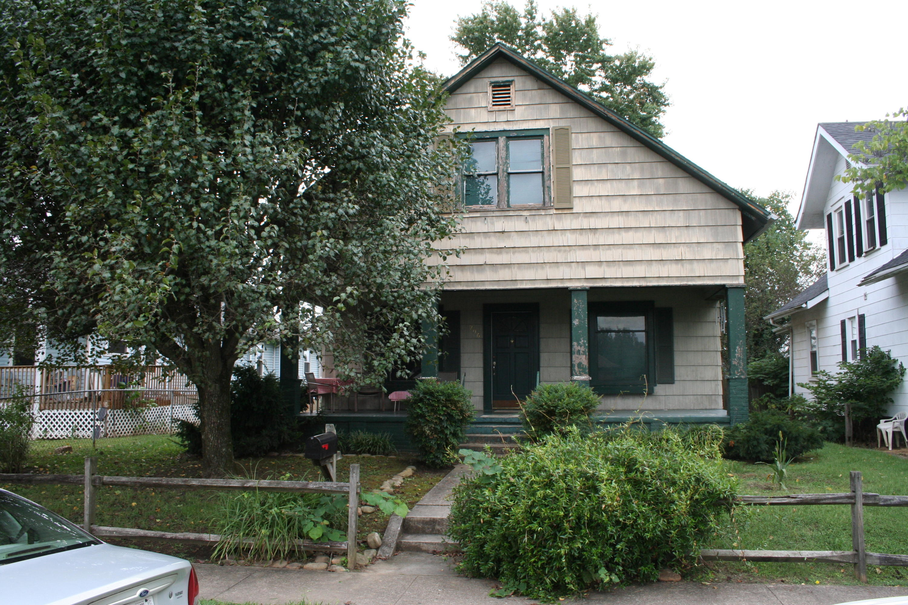 906 Dale Street, Kingsport, Tennessee 37660, 6 Bedrooms Bedrooms, ,2 BathroomsBathrooms,Single Family,For Sale,906 Dale Street,2,9913240