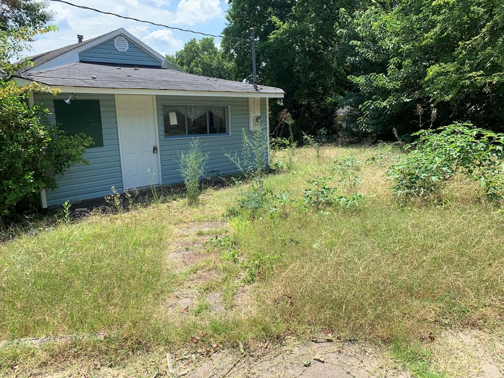 2037 Huntsville Rd, Florence, Alabama 35630, ,2 BathroomsBathrooms,Single Family,For Sale,2037 Huntsville Rd,432038