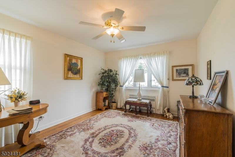 33 LOCKWOOD DR, CLIFTON CITY, New Jersey 07013-1243, 3 Bedrooms Bedrooms, ,1 BathroomBathrooms,Single Family,For Sale,33 LOCKWOOD DR,3671439