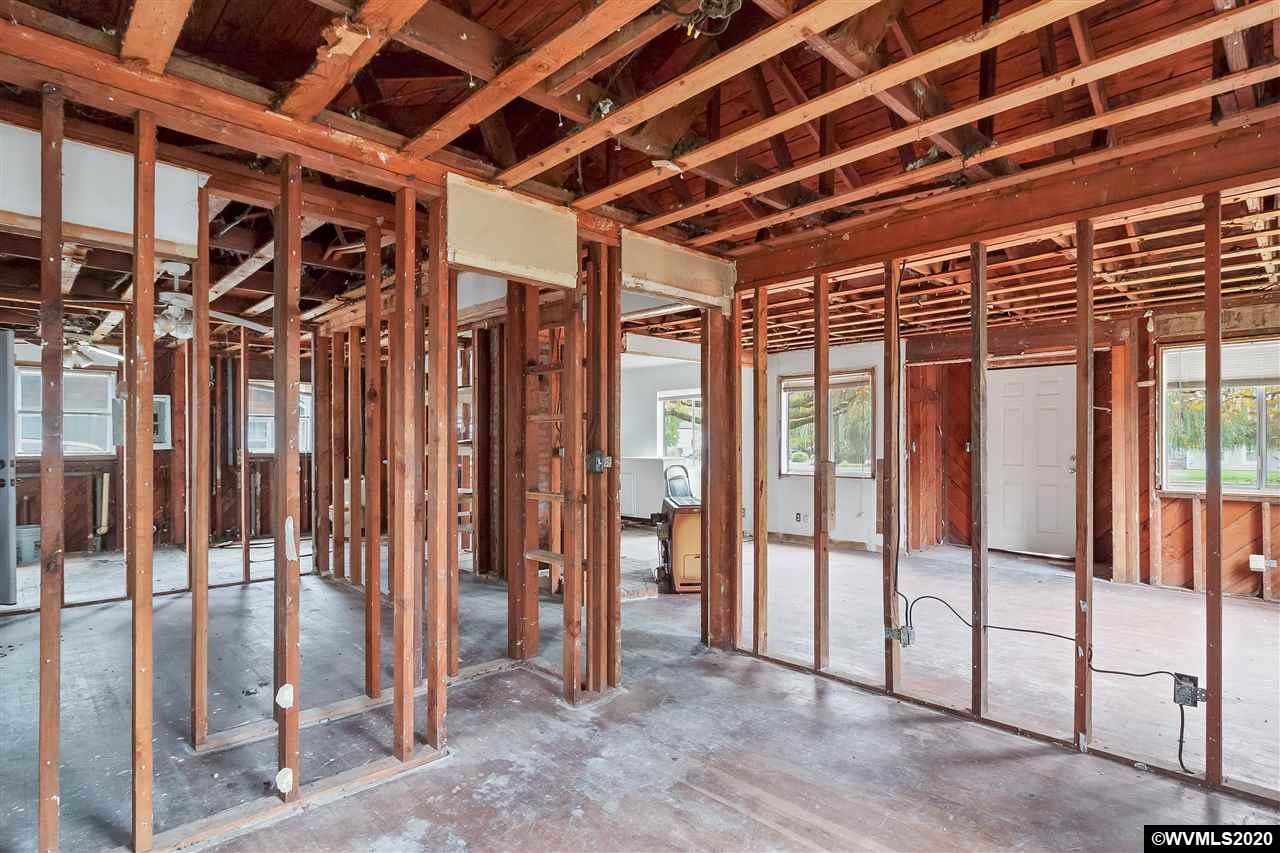 1400 N College St, Newberg, Oregon 97132, 2 Bedrooms Bedrooms, ,1 BathroomBathrooms,Single Family,For Sale,1400 N College St,1,770952