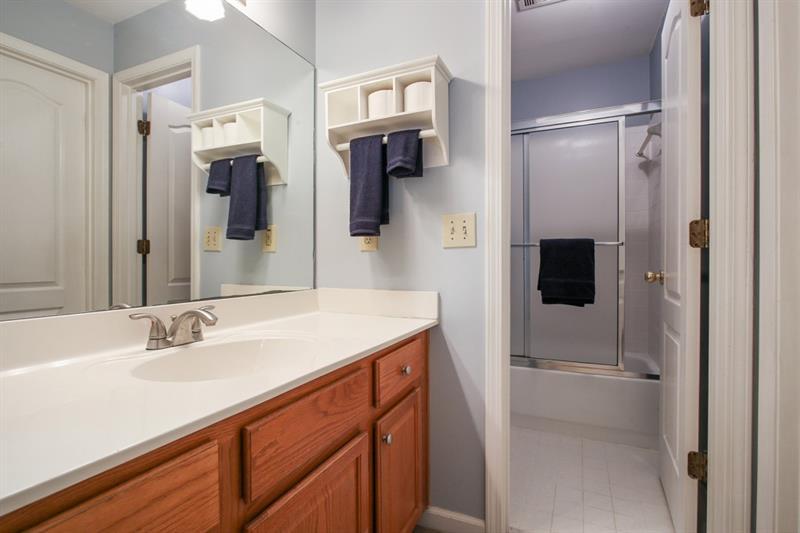 5827 Fairwood Walk, Acworth, Georgia 30101, 5 Bedrooms Bedrooms, ,3 BathroomsBathrooms,Single Family,For Sale,5827 Fairwood Walk,6805913