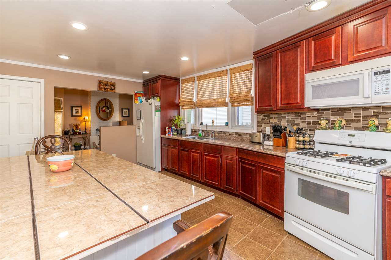 580 AVENUE E, Bayonne, New Jersey 07002, 3 Bedrooms Bedrooms, ,1 BathroomBathrooms,Residential,For Sale,580 AVENUE E,202029319