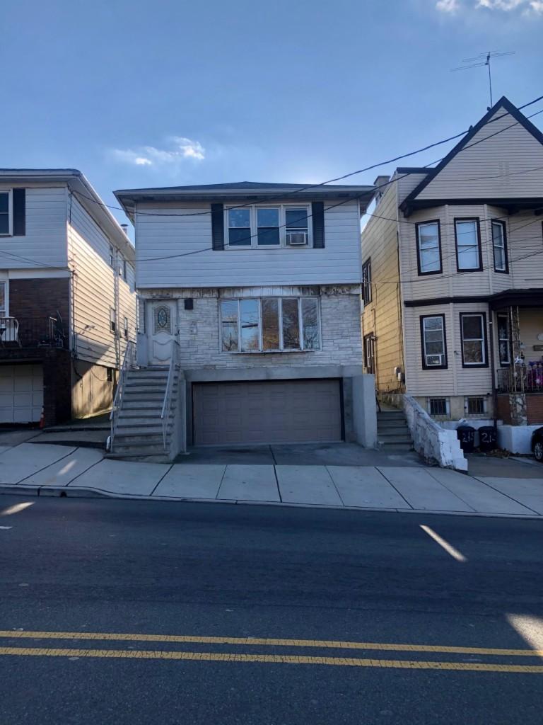 213 Manhattan Avr, Jersey City, New Jersey 07307, 2 Bedrooms Bedrooms, ,1 BathroomBathrooms,Apartment,For Sale,213 Manhattan Avr,210000093
