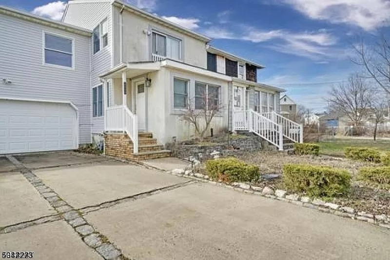 606a 2ND ST, Union Beach Boro, New Jersey 07735-2553, 4 Bedrooms Bedrooms, ,3 BathroomsBathrooms,Single Family,For Sale,606a 2ND ST,3687042