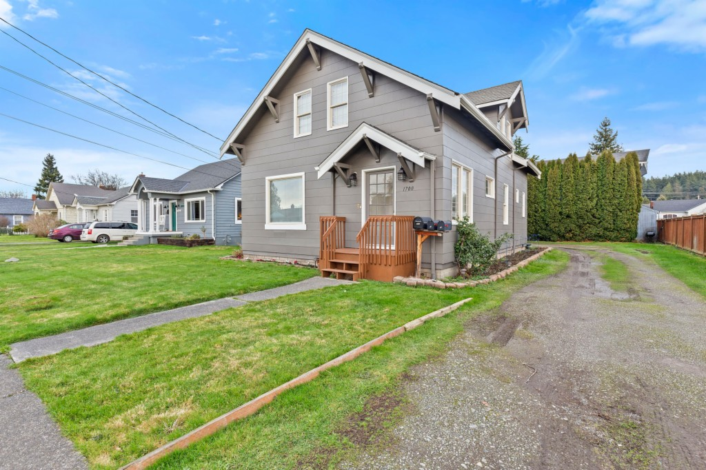 1700 Cleveland Ave, Mount Vernon, Washington 98273, 3 Bedrooms Bedrooms, ,2 BathroomsBathrooms,Multifamily,For Sale,1700 Cleveland Ave,1715822