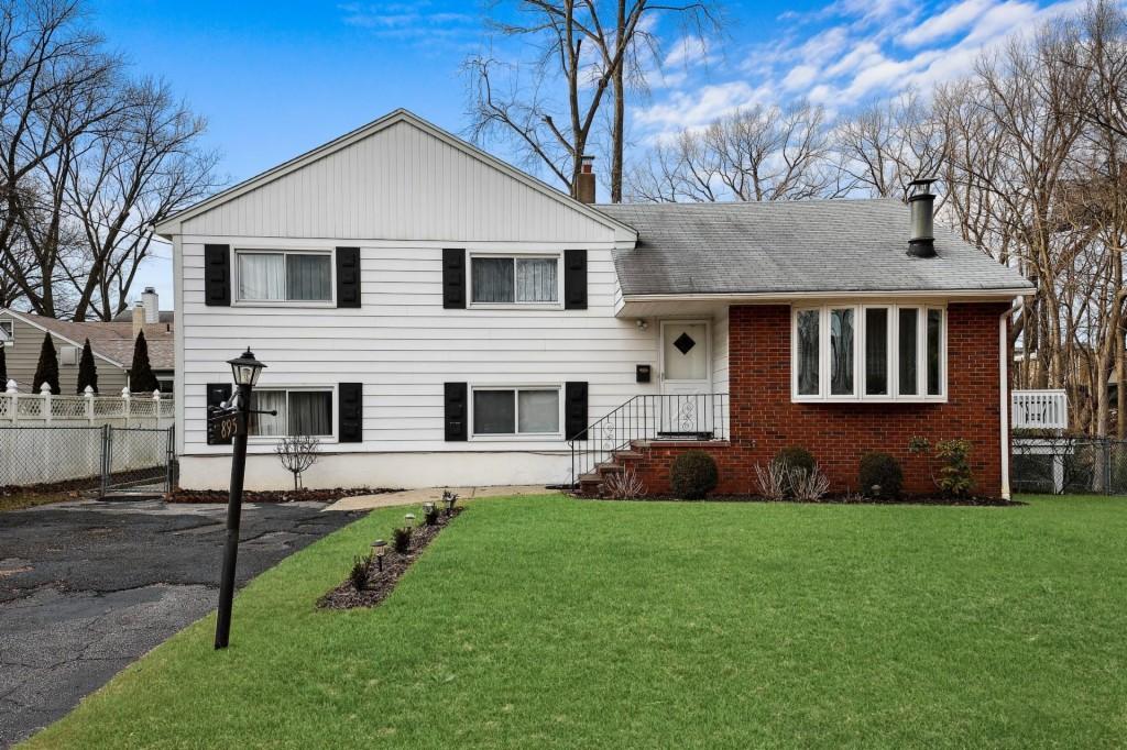 895-897 Summit Avenue, Hackensack, New Jersey 07601, 4 Bedrooms Bedrooms, ,3 BathroomsBathrooms,Single Family,For Sale,895-897 Summit Avenue,3,21002784