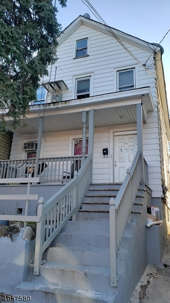 394 Comstock St, New Brunswick City, New Jersey 08901-2353, 4 Bedrooms Bedrooms, ,2 BathroomsBathrooms,Multifamily,For Sale,394 Comstock St,3691594