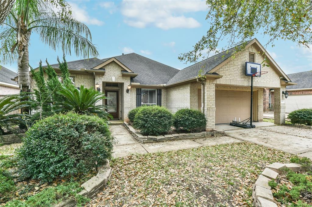 3319 Long Briar Lane, Sugar Land, Texas 77498, 3 Bedrooms Bedrooms, ,2 BathroomsBathrooms,Single Family,For Sale,3319 Long Briar Lane,1,68716491