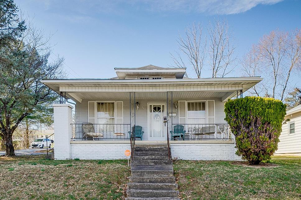 901 East East Unaka Avenue, Johnson City, Tennessee 37601, 4 Bedrooms Bedrooms, ,1 BathroomBathrooms,Single Family,For Sale,901 East East Unaka Avenue,1,9918533