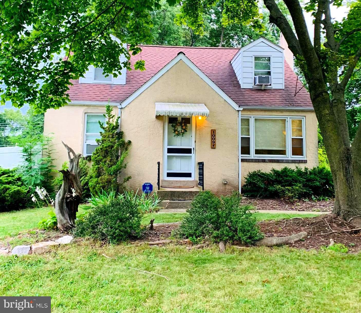 1009 E MAIN STREET, LANSDALE, Pennsylvania 19446, 4 Bedrooms Bedrooms, ,2 BathroomsBathrooms,Single Family,For Sale,1009 E MAIN STREET,PAMC668790