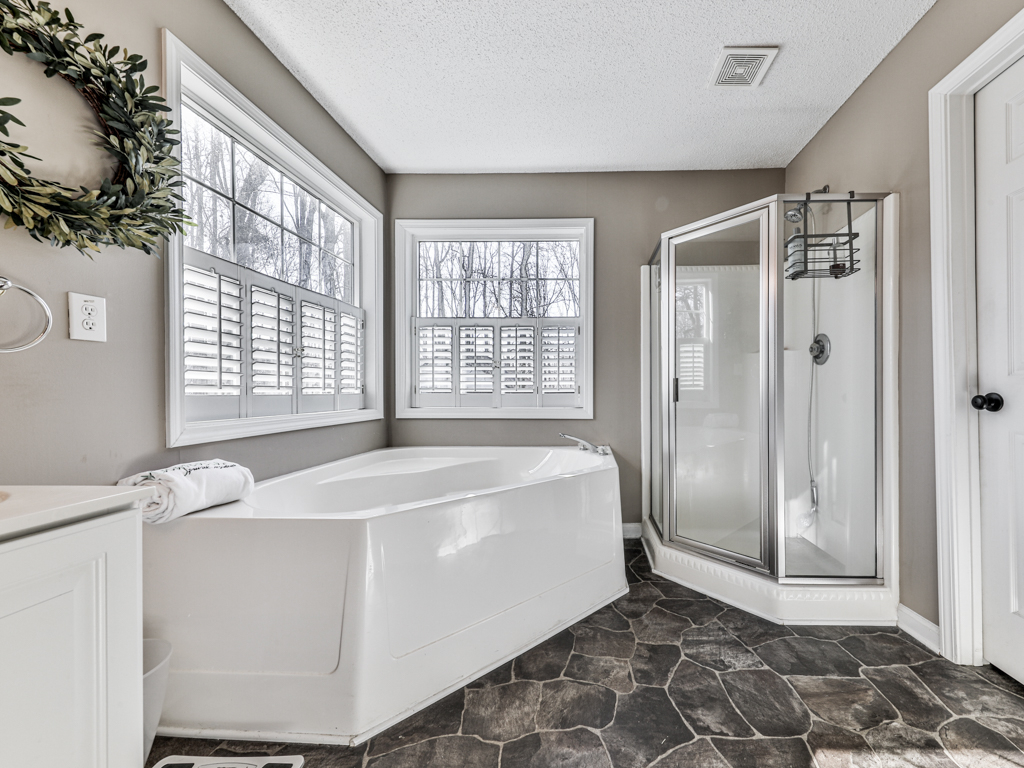 6573 Woodstock Road, Acworth, Georgia 30102, 4 Bedrooms Bedrooms, ,3 BathroomsBathrooms,Single Family,For Sale,6573 Woodstock Road,2,8930947
