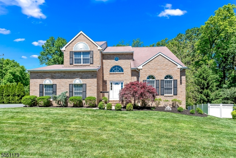 46 Fox Chase Ln, Roxbury Twp., New Jersey 07852-2610, 4 Bedrooms Bedrooms, ,3 BathroomsBathrooms,Single Family,For Sale,46 Fox Chase Ln,3694758