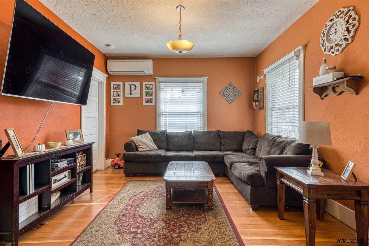 528 Gerth Av NW, SALEM, Oregon 97304, 4 Bedrooms Bedrooms, ,1 BathroomBathrooms,Single Family,For Sale,528 Gerth Av NW,2,774359