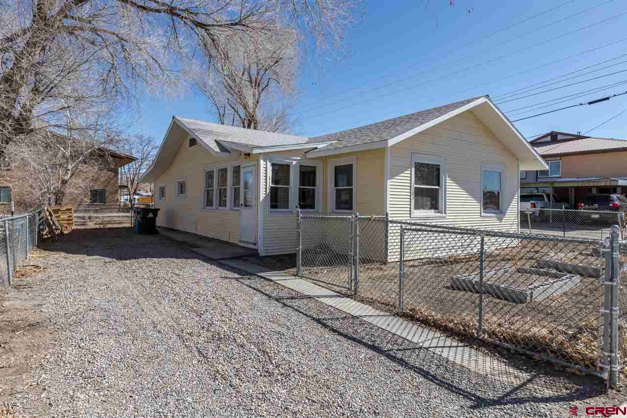 1105 S Park Avenue, Montrose, Colorado 81401, 3 Bedrooms Bedrooms, ,1 BathroomBathrooms,Single Family,For Sale,1105 S Park Avenue,779335