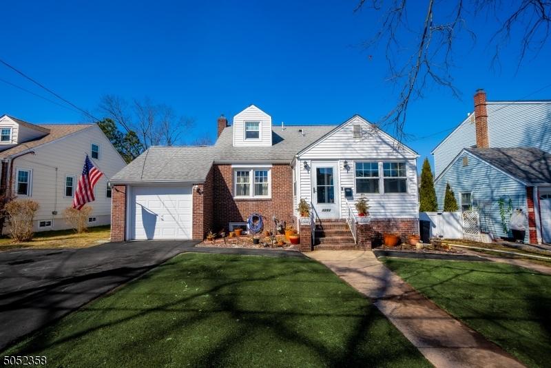 1252 Glenn Ave, Union Twp., New Jersey 07083-5228, 4 Bedrooms Bedrooms, ,3 BathroomsBathrooms,Single Family,For Sale,1252 Glenn Ave,3695632