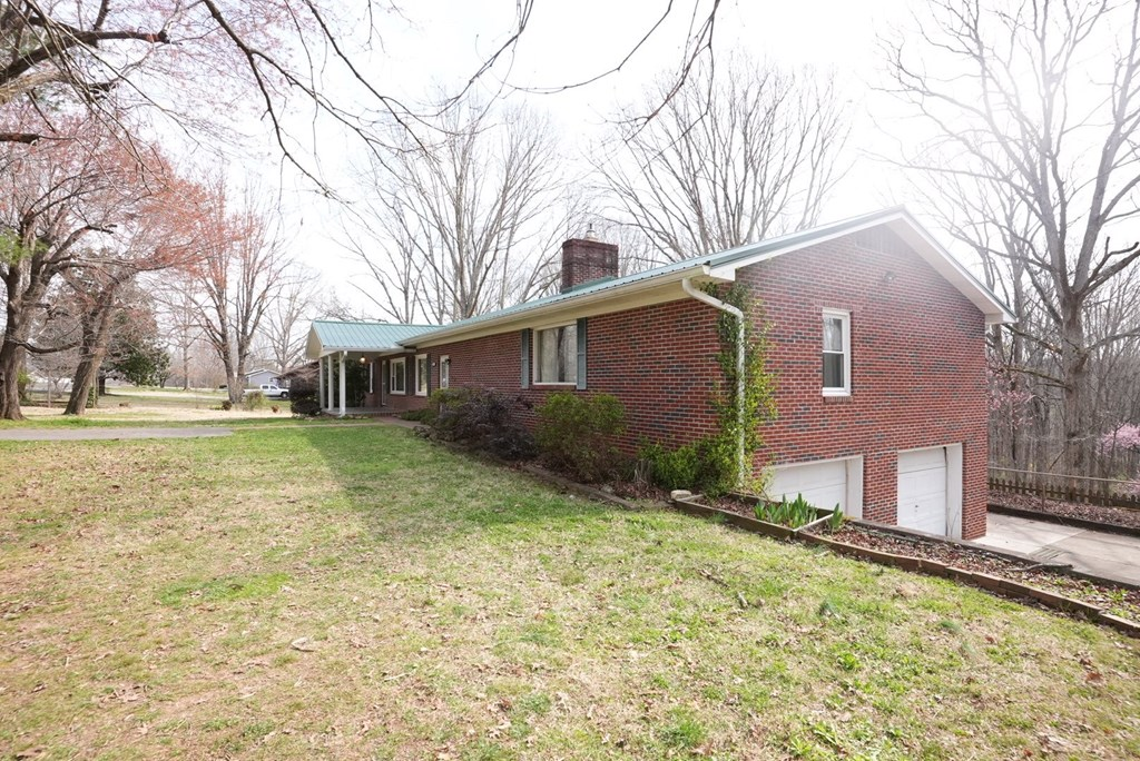 136 County Road 177, Athens, Tennessee 37303, 3 Bedrooms Bedrooms, ,2 BathroomsBathrooms,Single Family,For Sale,136 County Road 177,20211438