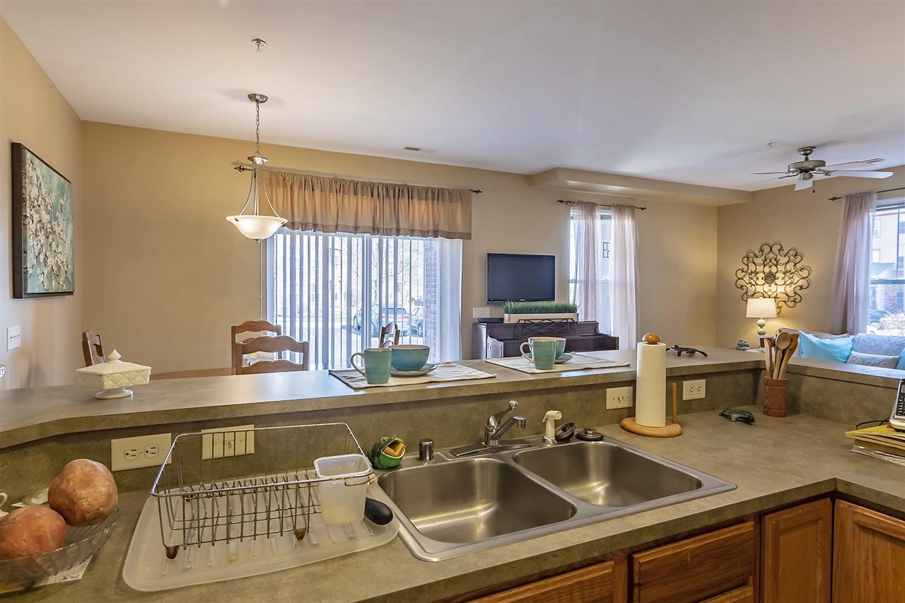 101 Metro Terr, MADISON, Wisconsin 53718, 2 Bedrooms Bedrooms, ,2 BathroomsBathrooms,Condominium,For Sale,101 Metro Terr,1903082