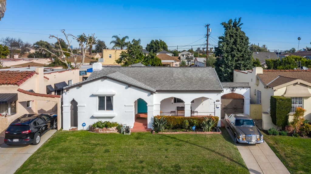 1906 Thurman Ave, Los Angeles, California 90016, 3 Bedrooms Bedrooms, ,2 BathroomsBathrooms,Single Family,For Sale,1906 Thurman Ave,SR21049485