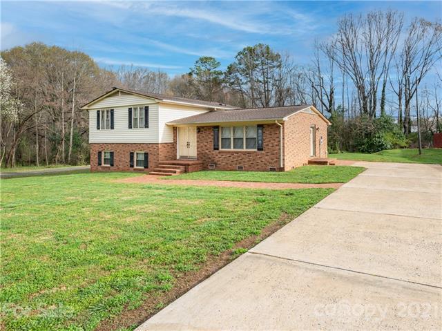 224 Forney Avenue, Belmont, North Carolina 28012-2747, 4 Bedrooms Bedrooms, ,3 BathroomsBathrooms,Single Family,For Sale,224 Forney Avenue,1,3707852