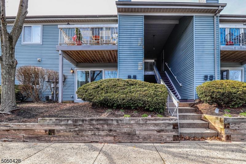 113 Henley Dr, Franklin Twp., New Jersey 08873-4775, 2 Bedrooms Bedrooms, ,2 BathroomsBathrooms,Residential,For Sale,113 Henley Dr,3698418