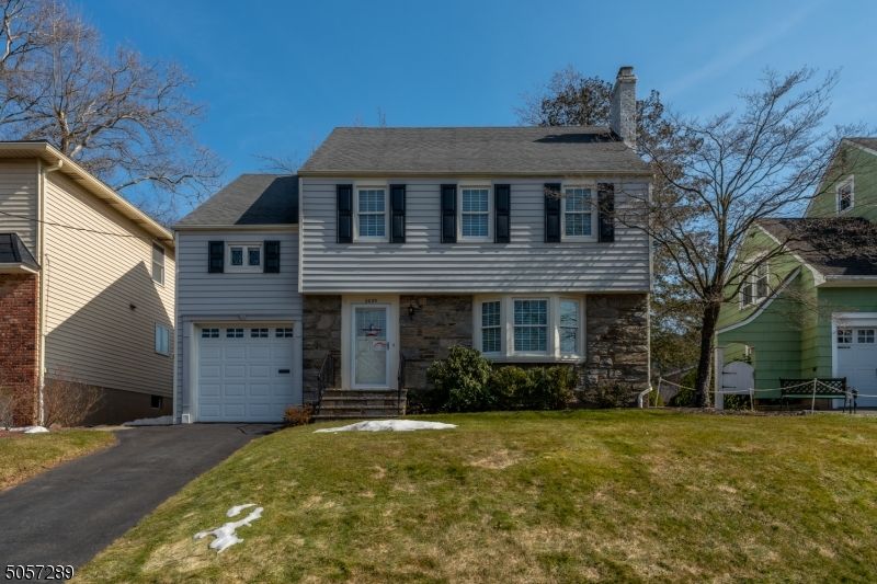 1039 Norton Rd, Union Twp., New Jersey 07083-7037, 3 Bedrooms Bedrooms, ,2 BathroomsBathrooms,Single Family,For Sale,1039 Norton Rd,3699917