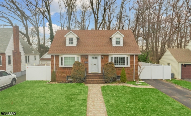 326 Roseland Pl, Union Twp., New Jersey 07083-8065, 3 Bedrooms Bedrooms, ,2 BathroomsBathrooms,Single Family,For Sale,326 Roseland Pl,3698784
