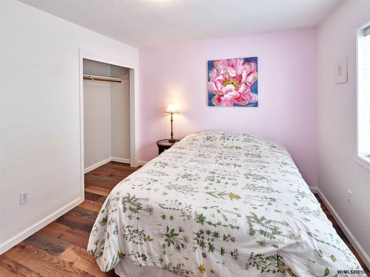 408 Lone Oaks Lp, Silverton, Oregon 97381-1470, 3 Bedrooms Bedrooms, ,2 BathroomsBathrooms,Single Family,For Sale,408 Lone Oaks Lp,1,774997