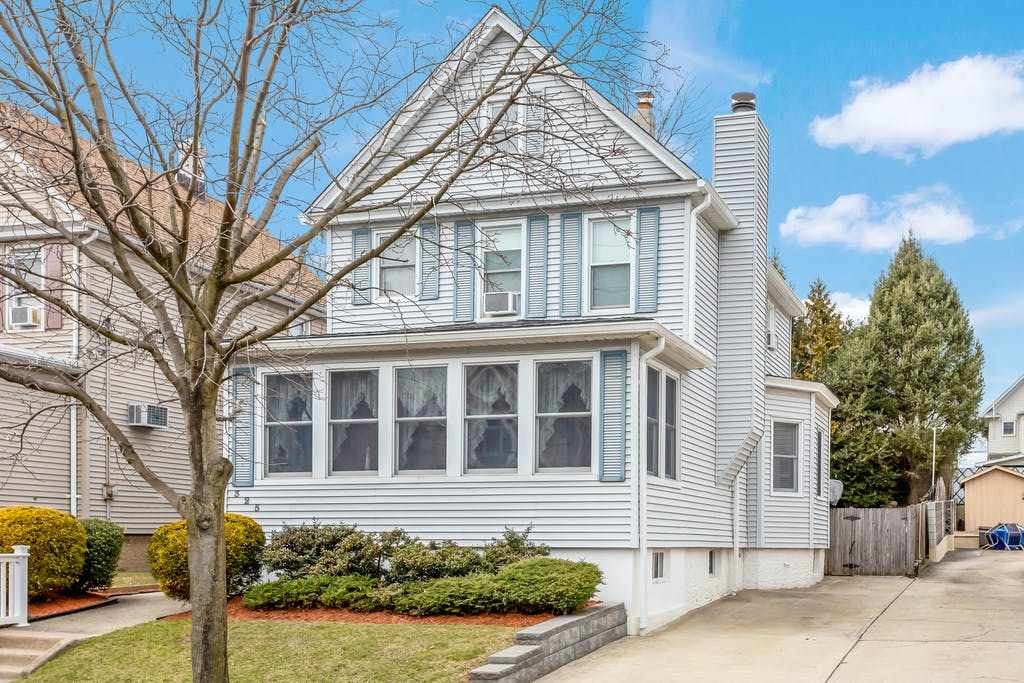 325 LIVINGSTON AVE, Lyndhurst, New Jersey 07071, 3 Bedrooms Bedrooms, ,2 BathroomsBathrooms,Residential,For Sale,325 LIVINGSTON AVE,210006649