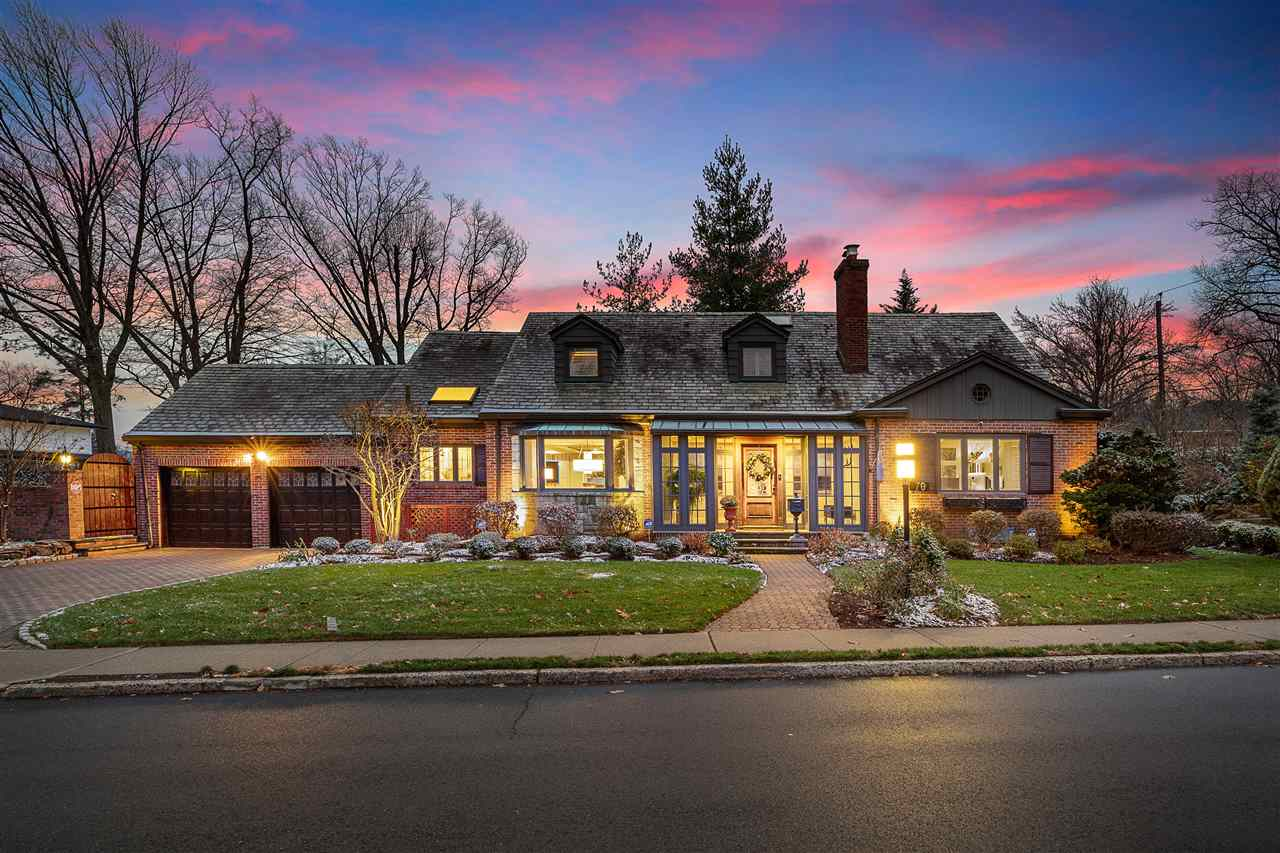 70 BRIDLE WAY, Fort Lee, New Jersey 07024, 3 Bedrooms Bedrooms, ,5 BathroomsBathrooms,Residential,For Sale,70 BRIDLE WAY,210006427