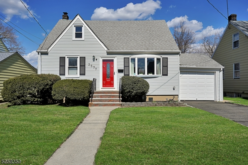 2577 Burns Pl, Union Twp., New Jersey 07083-5619, 4 Bedrooms Bedrooms, ,2 BathroomsBathrooms,Single Family,For Sale,2577 Burns Pl,3701076