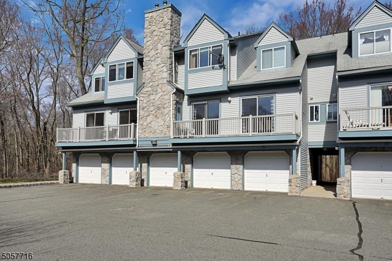 212 Woods Edge Dr, Roxbury Twp., New Jersey 07876-1273, 2 Bedrooms Bedrooms, ,2 BathroomsBathrooms,Townhouse,For Sale,212 Woods Edge Dr,3700322