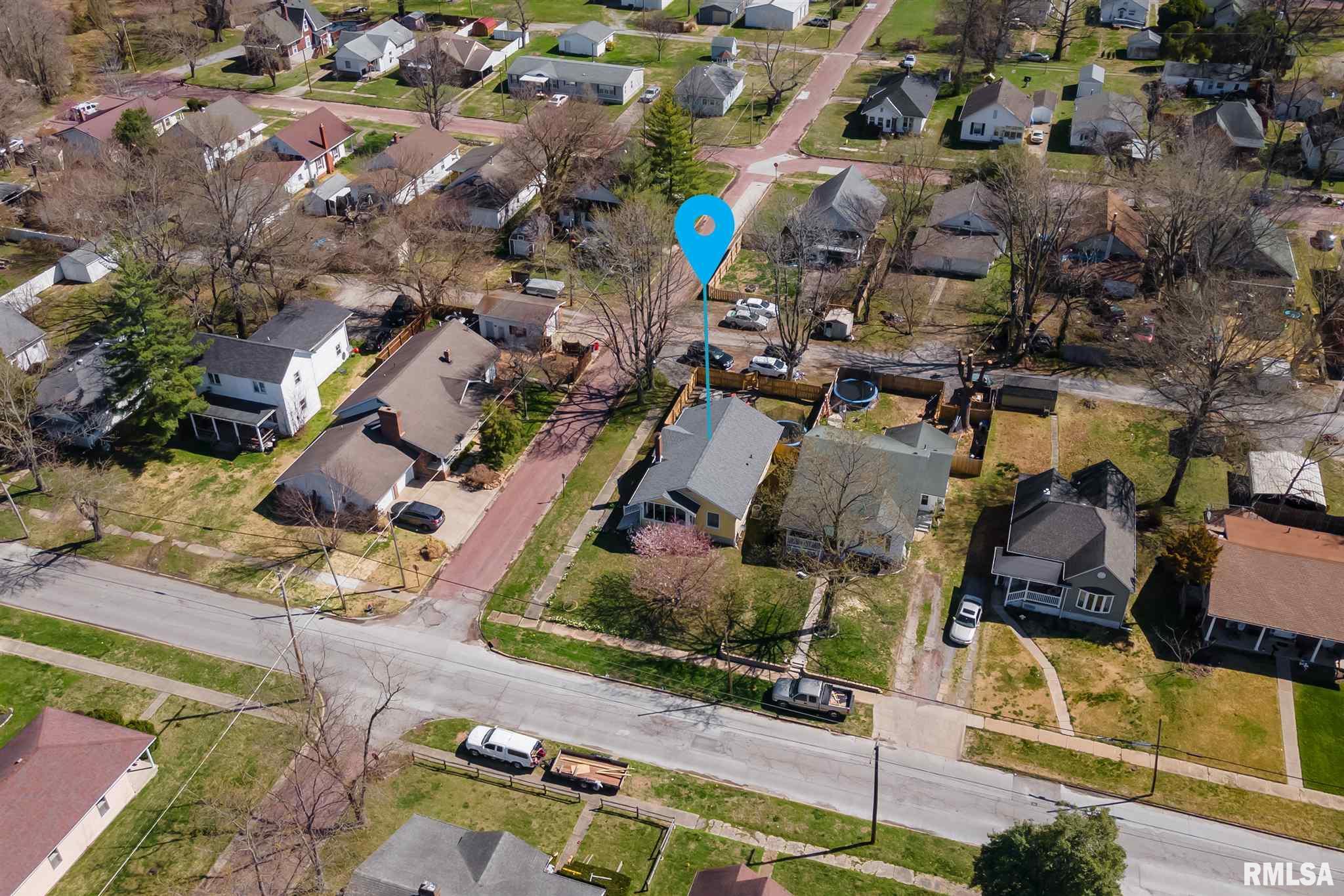 920 N 13TH Street, Herrin, Illinois 62948, 2 Bedrooms Bedrooms, ,1 BathroomBathrooms,Single Family,For Sale,920 N 13TH Street,EB438752