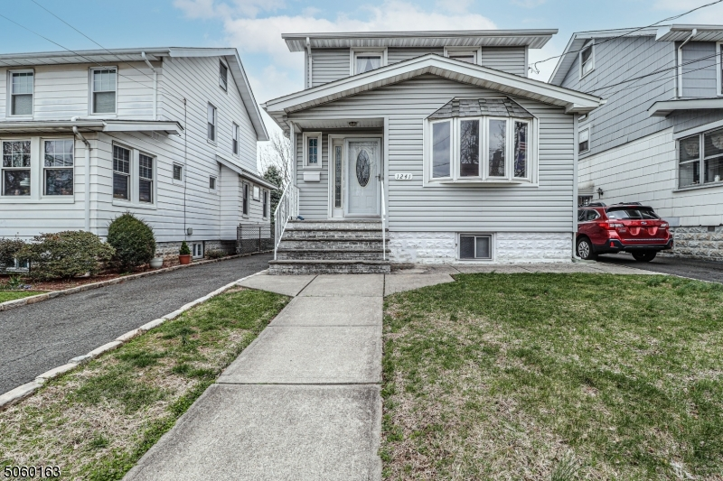 1241 Barbara Ave, Union Twp., New Jersey 07083-3810, 3 Bedrooms Bedrooms, ,2 BathroomsBathrooms,Single Family,For Sale,1241 Barbara Ave,3702289