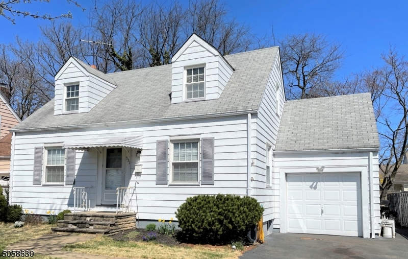 531 Stratford Rd, Union Twp., New Jersey 07083-8862, 3 Bedrooms Bedrooms, ,2 BathroomsBathrooms,Single Family,For Sale,531 Stratford Rd,3701332