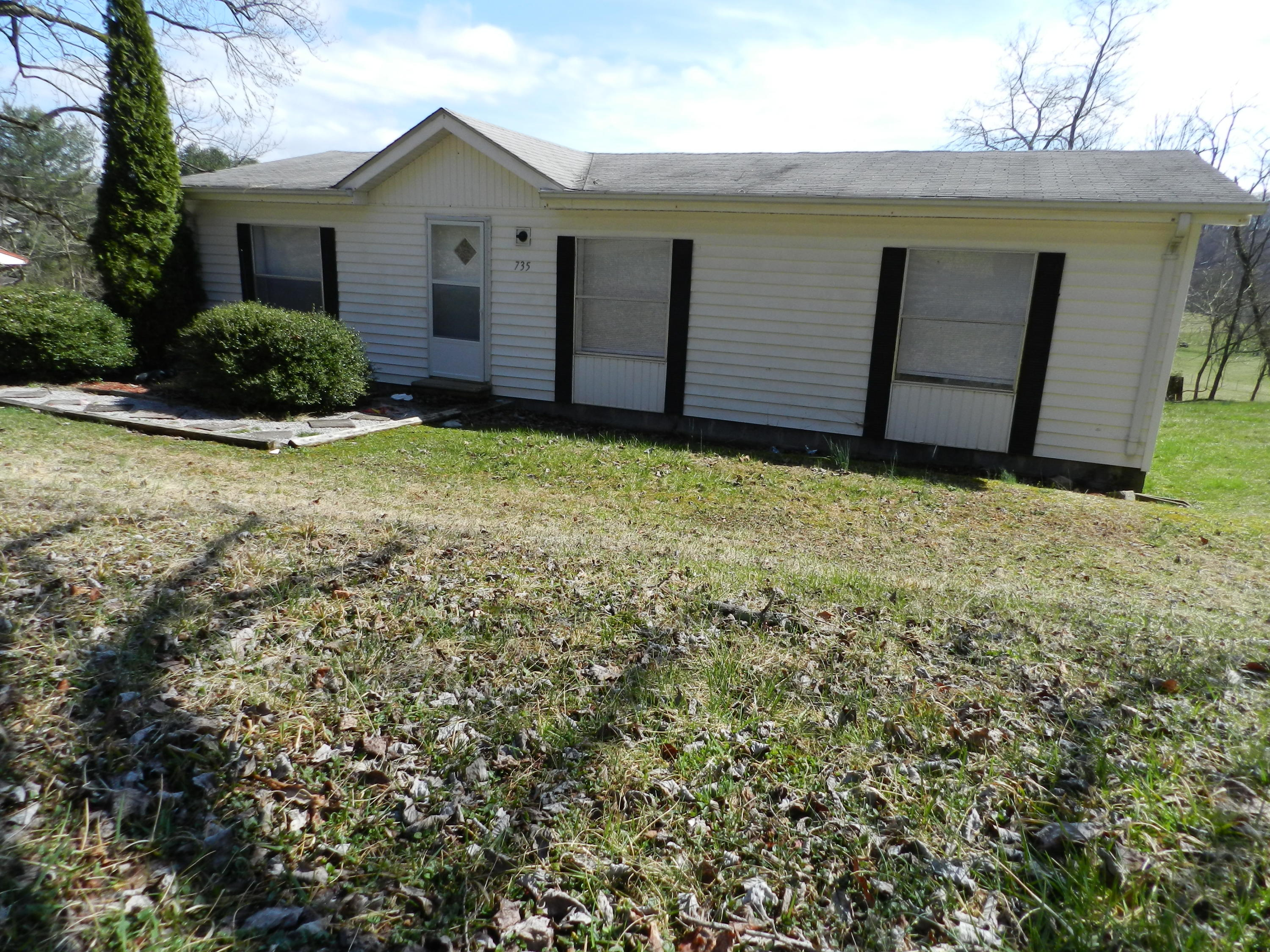 735 Bluff Road, Kingsport, Tennessee 37664, 3 Bedrooms Bedrooms, ,2 BathroomsBathrooms,Single Family,For Sale,735 Bluff Road,9920522