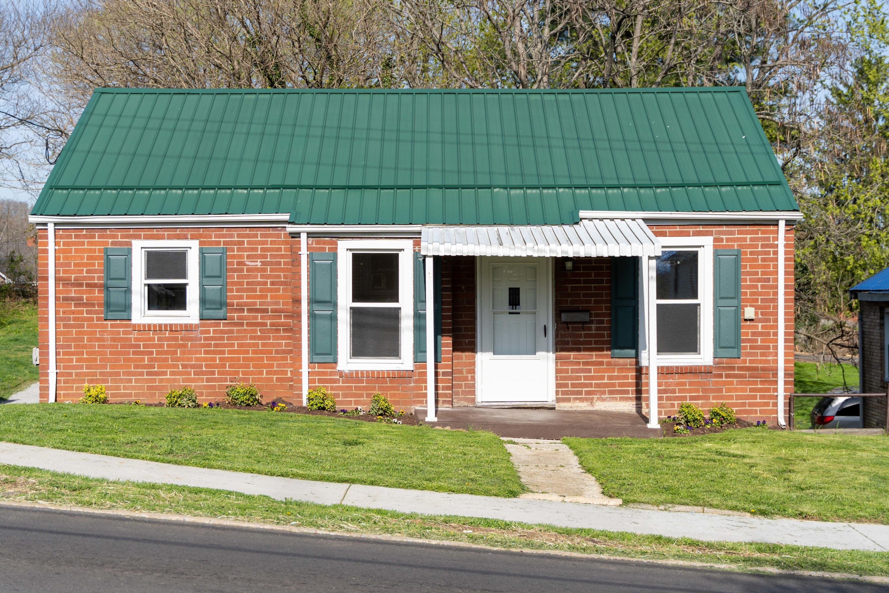 913 Fairview Avenue, Kingsport, Tennessee 37660, 4 Bedrooms Bedrooms, ,2 BathroomsBathrooms,Single Family,For Sale,913 Fairview Avenue,9920455
