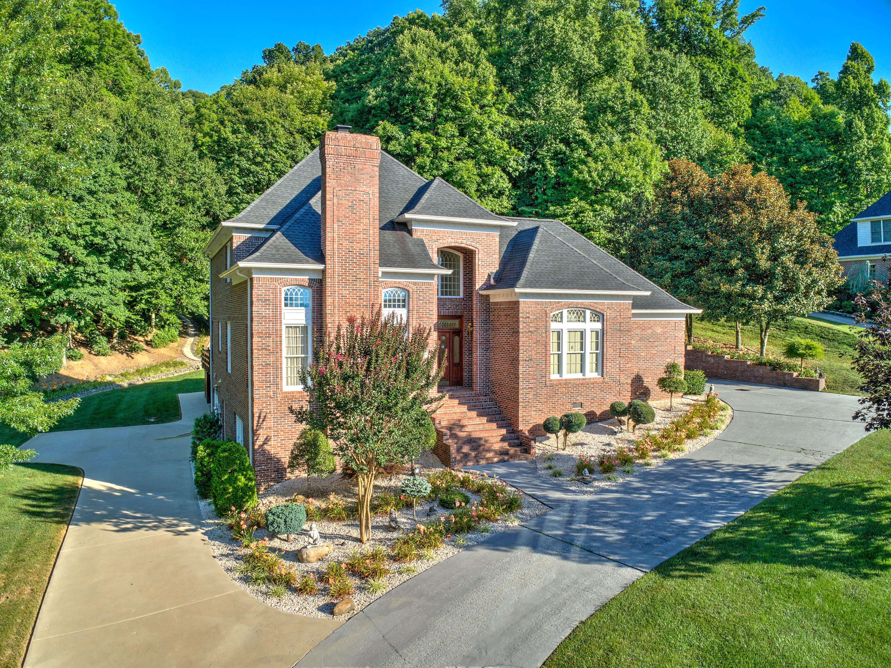 215 Shadowood Drive, Johnson City, Tennessee 37604, 4 Bedrooms Bedrooms, ,4 BathroomsBathrooms,Single Family,For Sale,215 Shadowood Drive,2,9920372