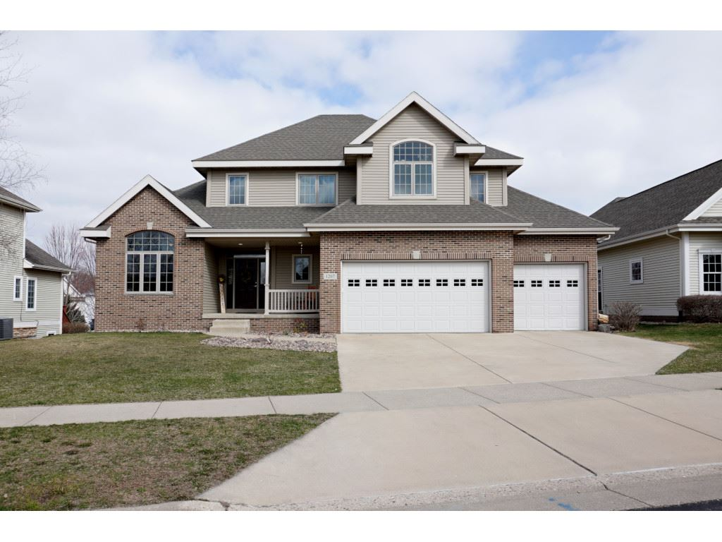 1207 Dartmouth Dr, Waunakee, Wisconsin 53597, 5 Bedrooms Bedrooms, ,4 BathroomsBathrooms,Single Family,For Sale,1207 Dartmouth Dr,2,1905416