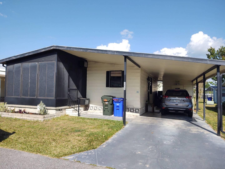 3224 Junction Circle, LAKELAND, Florida 33805, 2 Bedrooms Bedrooms, ,2 BathroomsBathrooms,Residential,For Sale,3224 Junction Circle,10981305