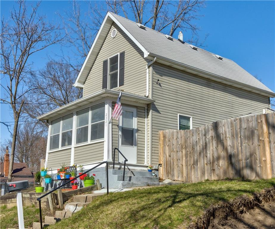 2321 SE 6th Street, Des Moines, Iowa 50315, 2 Bedrooms Bedrooms, ,1 BathroomBathrooms,Single Family,For Sale,2321 SE 6th Street,1.5,625668