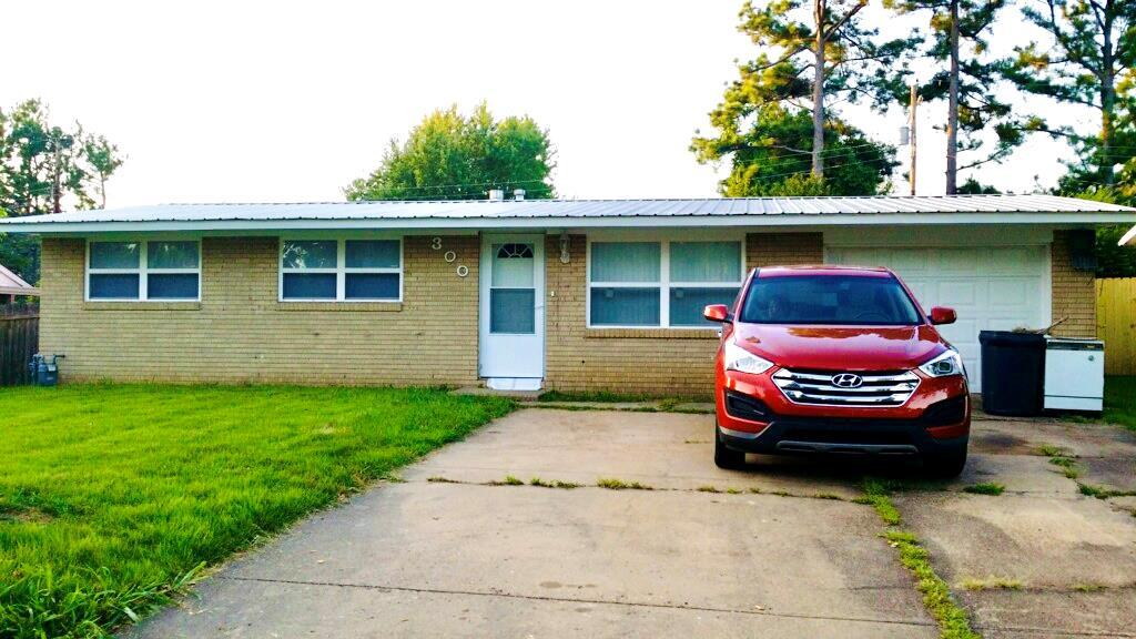 300 W ROSECLAIR STREET, Jonesboro, Arkansas 72401, 3 Bedrooms Bedrooms, ,2 BathroomsBathrooms,Single Family,For Sale,300 W ROSECLAIR STREET,35998