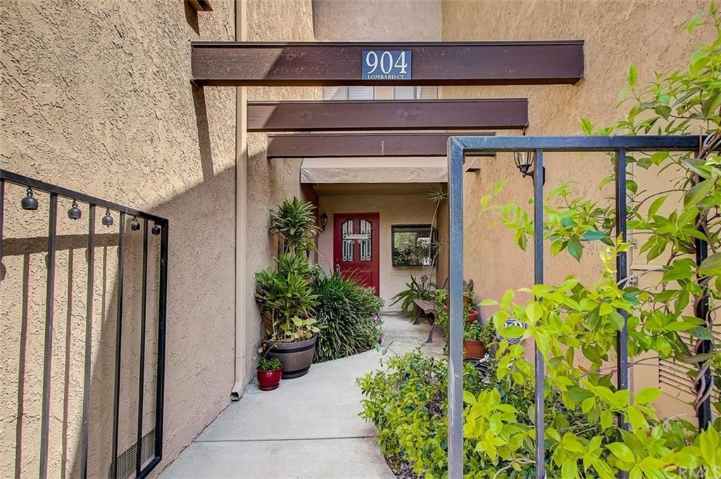 904 Lombard Court, Costa Mesa, California 92626, 3 Bedrooms Bedrooms, ,3 BathroomsBathrooms,Townhouse,For Sale,904 Lombard Court,2,OC21068673