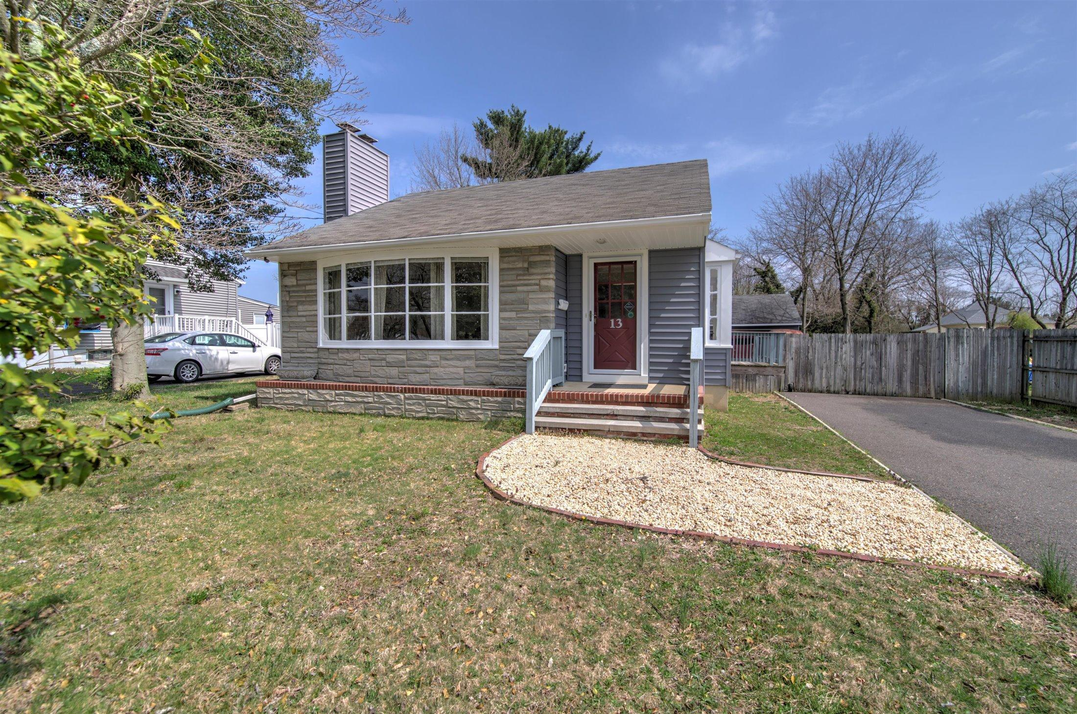 13 King Street, Toms River, New Jersey 08753, 3 Bedrooms Bedrooms, ,2 BathroomsBathrooms,Single Family,For Sale,13 King Street,1,22110404