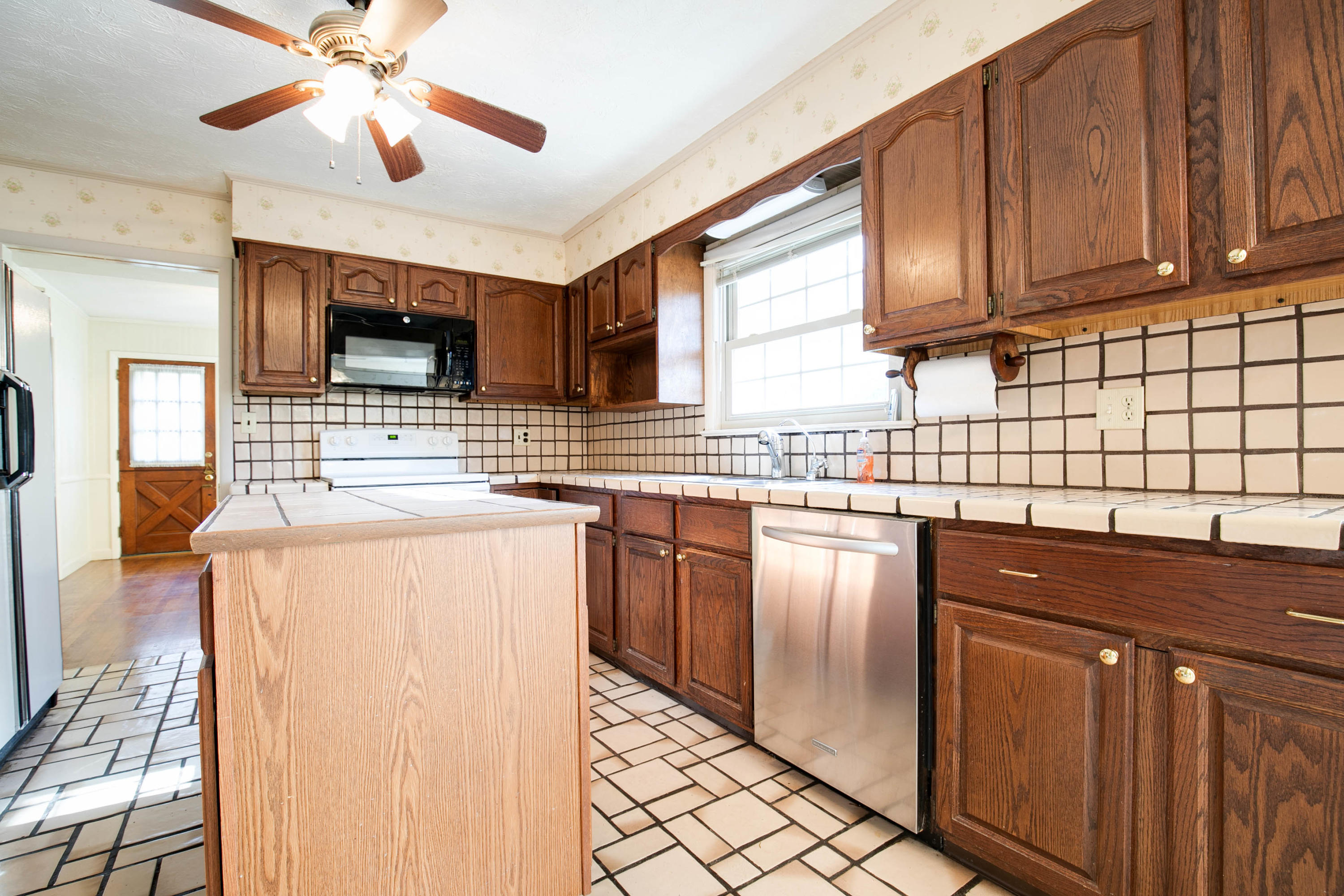 1409 Rotherwood Drive, Johnson City, Tennessee 37601, 4 Bedrooms Bedrooms, ,4 BathroomsBathrooms,Single Family,For Sale,1409 Rotherwood Drive,9920587