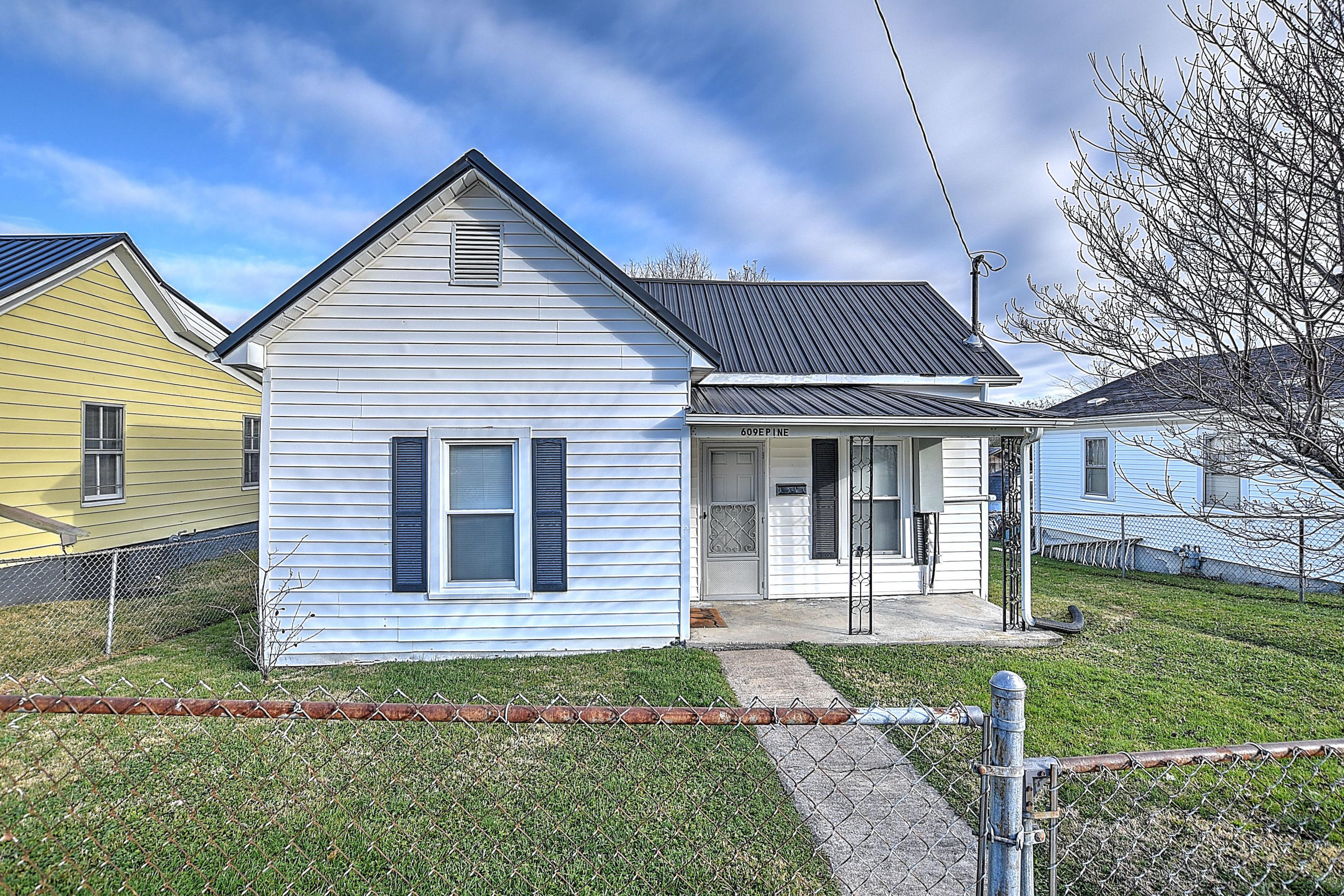 609 East Pine Street, Johnson City, Tennessee 37601, 2 Bedrooms Bedrooms, ,1 BathroomBathrooms,Single Family,For Sale,609 East Pine Street,9916947