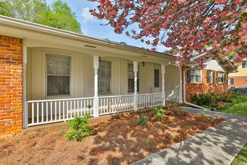 325 Greenwood Drive NW, Lilburn, Georgia 30047, 3 Bedrooms Bedrooms, ,2 BathroomsBathrooms,Single Family,For Sale,325 Greenwood Drive NW,1,6866727