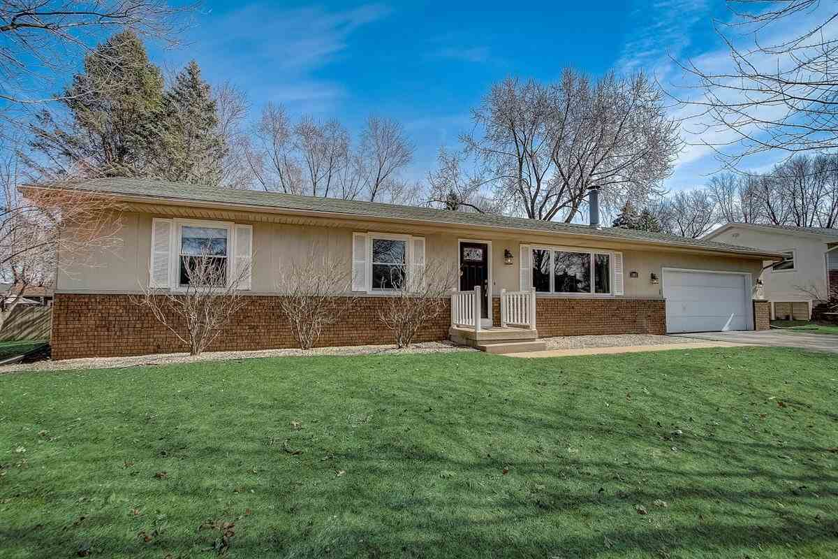 1002 Winston Way, Waunakee, Wisconsin 53597, 3 Bedrooms Bedrooms, ,2 BathroomsBathrooms,Single Family,For Sale,1002 Winston Way,1,1903564