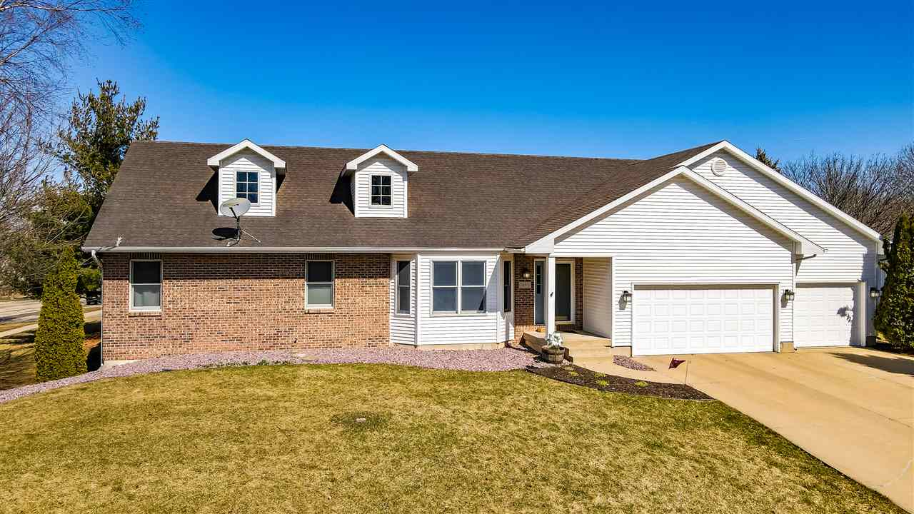 1696 Chadsworth Dr, Sun Prairie, Wisconsin 53590, 4 Bedrooms Bedrooms, ,3 BathroomsBathrooms,Single Family,For Sale,1696 Chadsworth Dr,1,1903822
